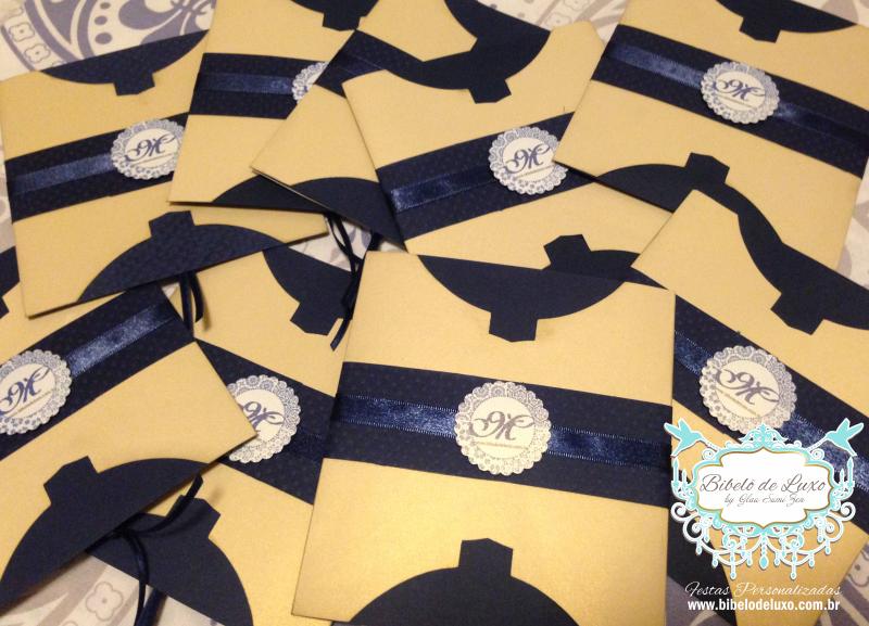 FESTA DE ANIVERSÁRIO COM O TEMA AZULEJO PORTUGUÊS.  Aniversário de 63 anos personalizado com o tema Azulejo Português, com uma linda cartela de cores, em tons de azul, dourado, amarelo e branco. A letra inicial estilizada do nome da aniversariante esteve presente em toda a identidade visual da festa, inclusive no convite que foi todo personalizado, um verdadeiro charme!!!! www.bibelodeluxo.com.br