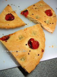 sliced-tomato-focaccia
