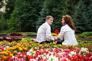 صور رومانسية بين الزهور