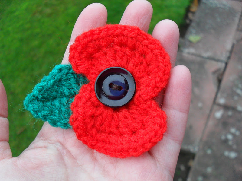 Free Crochet Poppy Brooch Pattern : Knitted Poppy Pattern