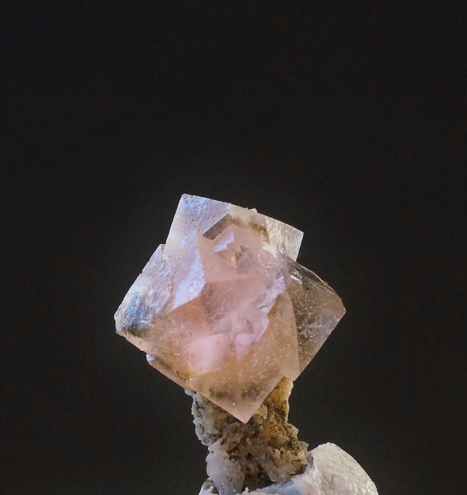 fluorite rose du Mont-Blanc, collection Dufrêne