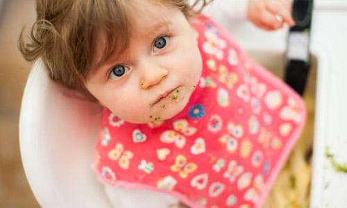 Mẹo giúp bé không ngậm khi ăn