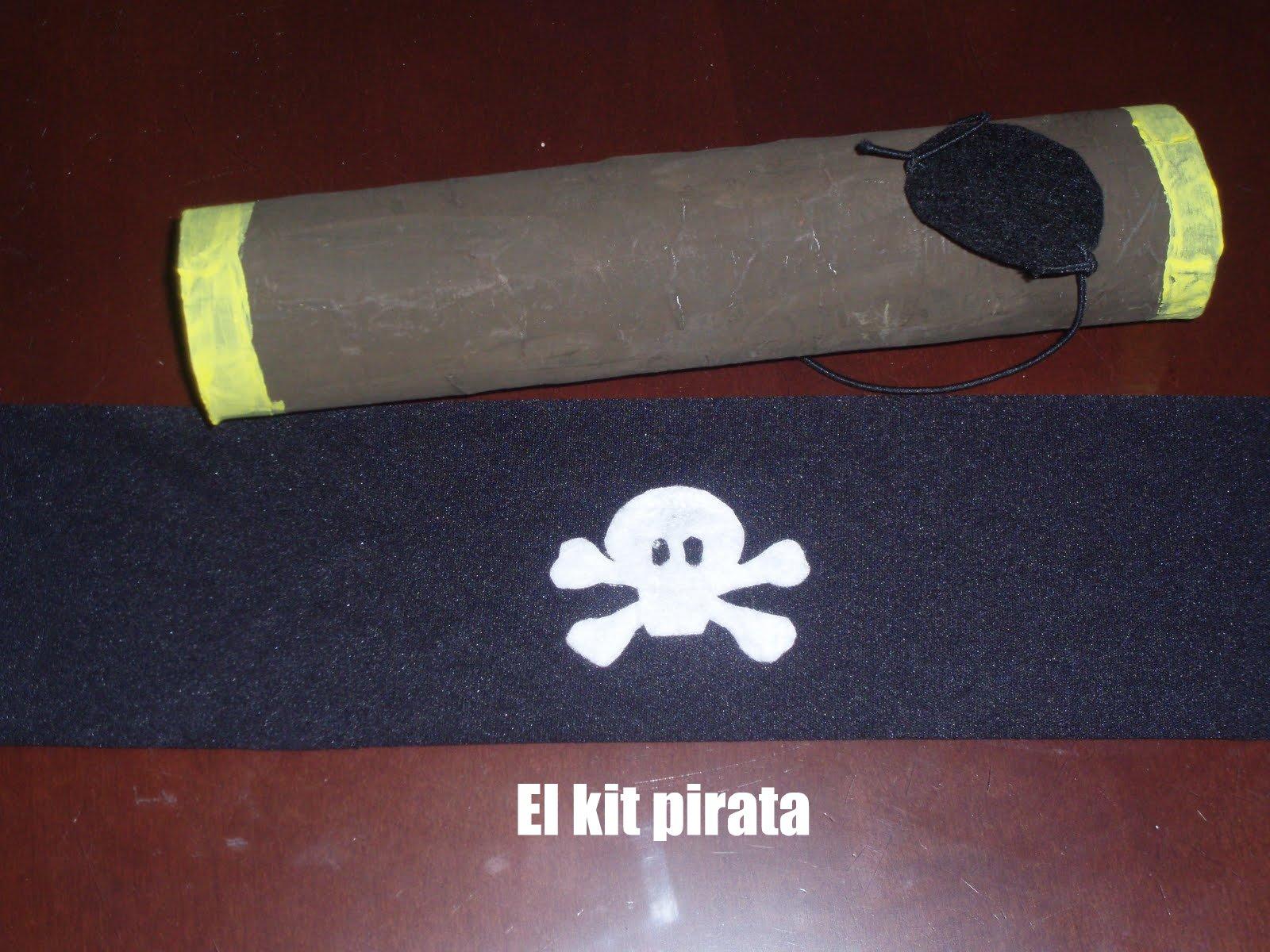 un parche pirata con goma elastica y fieltro negro