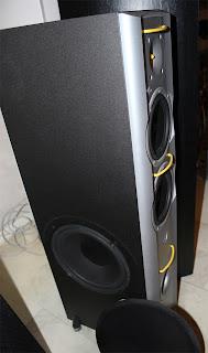 Jamo X3M här syns 10-tummaren på sidan. Rejält tryck, men kan även spela klassisk musik.