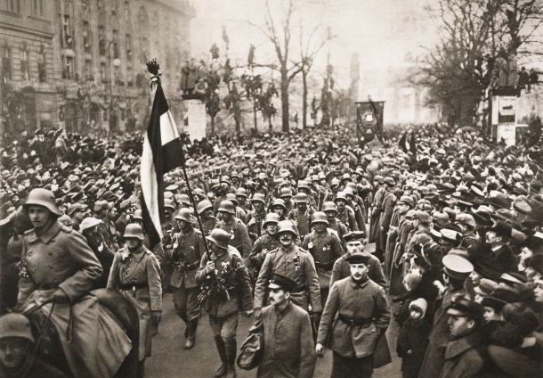 a history of world war i in german people The german army in the second world war under the terms of the treaty of versailles , the german army was unable to grow to more than 100,000 men one way that adolf hitler dealt with this issue was to allow the sturm abteilung (sa) to grow rapidly.