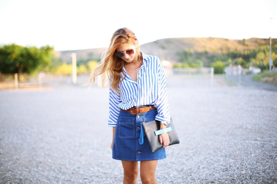 camisa de rayas y falda vaquera