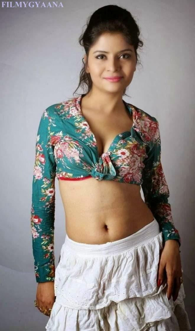Gehana Vashisht Hot Cleavage Navel Show Pics