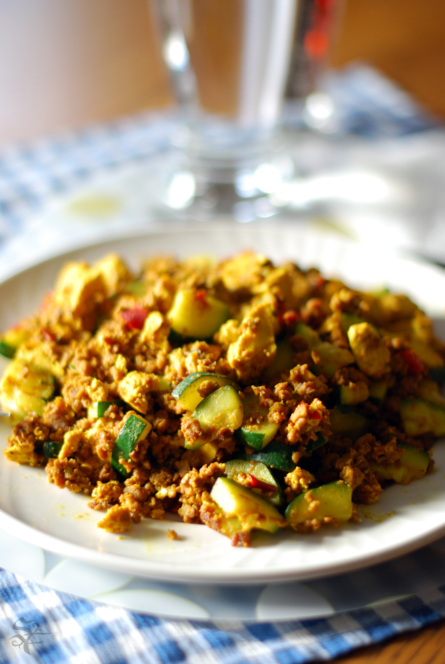 Vegan on the Go: Recipe: Hummus Zucchini Tofu Scramble