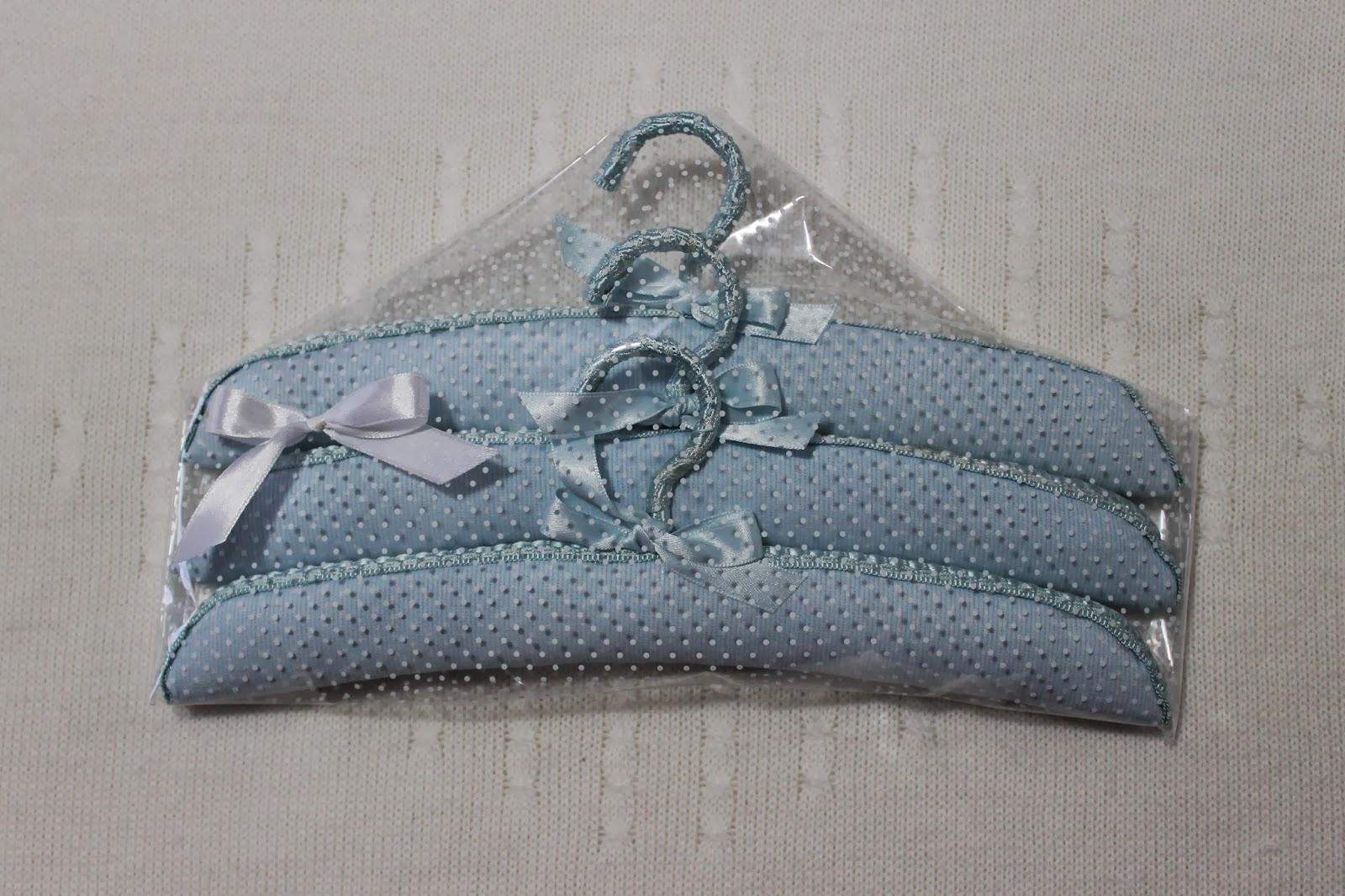 El costurero azul de roc o perchas forradas de piqu - Perchas madera bebe ...