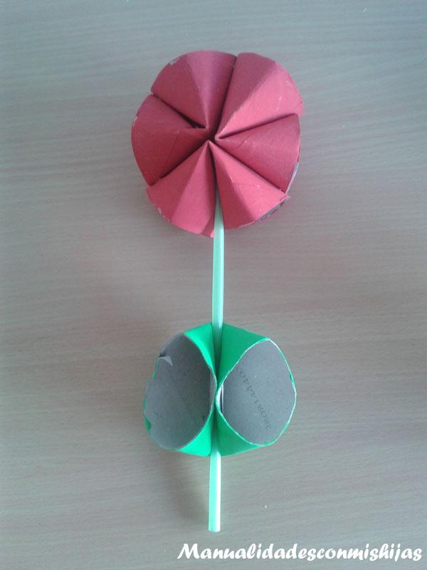 Flores con tubos de cartón