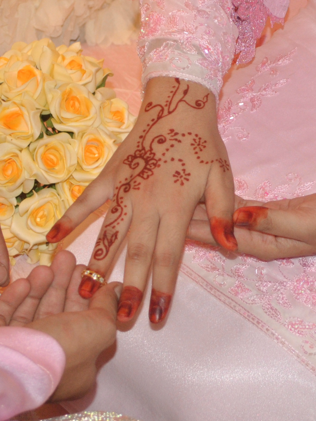 Hernanie Lukman Nikah Review Henna