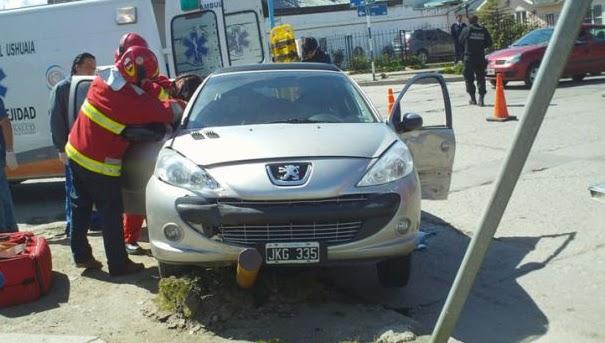 Una mujer herida en un choque en Kuanip