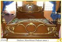 Tempat tidur ukiran kayu jati Dialora Kombinasi Emas