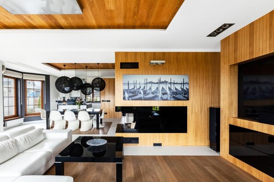 wnętrza, wystrój wnętrz, dom, mieszkanie, aranżacja, home decor, dekoracje, styl nowoczesny, biel i czerń, lampy, otwarty salon, jadalnia, kominek