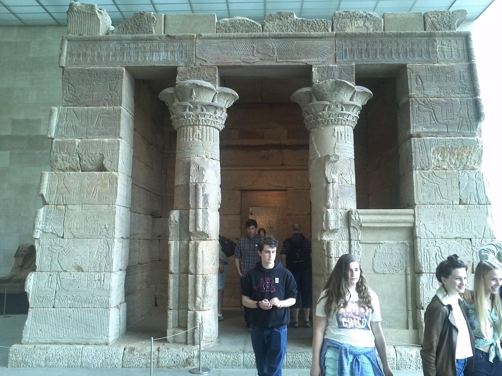 En el Templo de Dendur, joya egipcia en NY