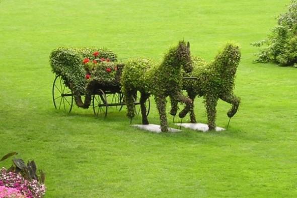 Esculturas con el cesped. 1318028145418
