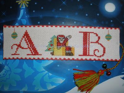Marcapáginas con motivos de navidad personalizado hecho en Punto de Cruz