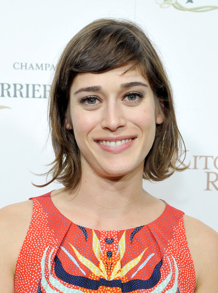 Lizzy Caplan Hairstyle Lookbook