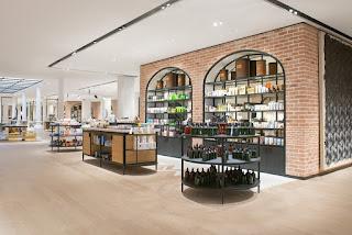 19fd22078a952 ... acaba de inaugurar um piso exclusivo para os produtos de beleza,  reunindo 57 marcas garimpadas em países como Japão, Nova Zelândia, Suécia e  Brasil, ...
