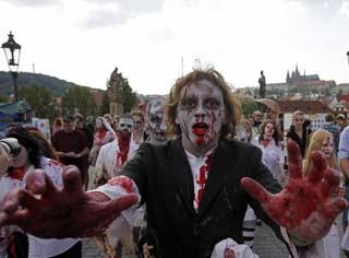 殭屍大軍 英 - 殭屍大軍 英市議會遭殭屍大軍包圍