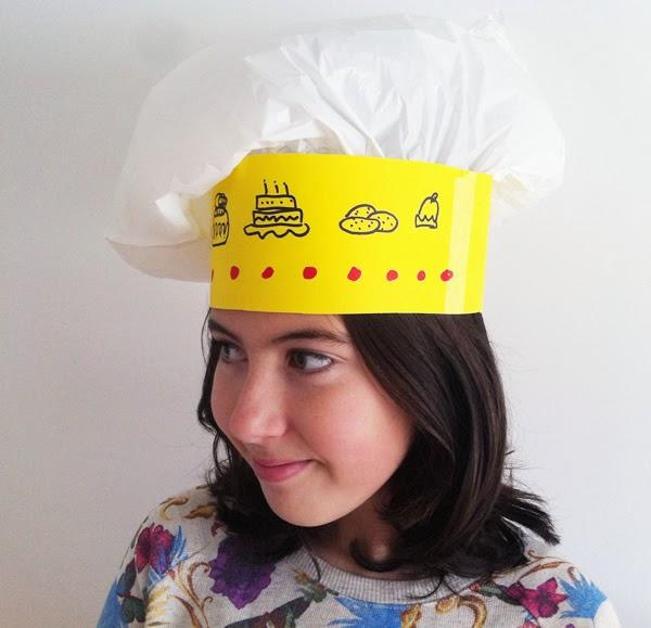 Manualidades: Cómo hacer un gorro de cocinero de papel.