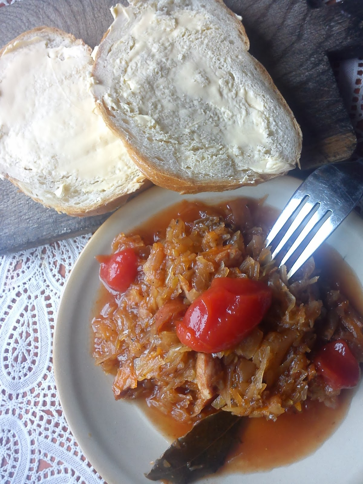 Bigos z kapusty mieszanej - kuchnia staropolska.