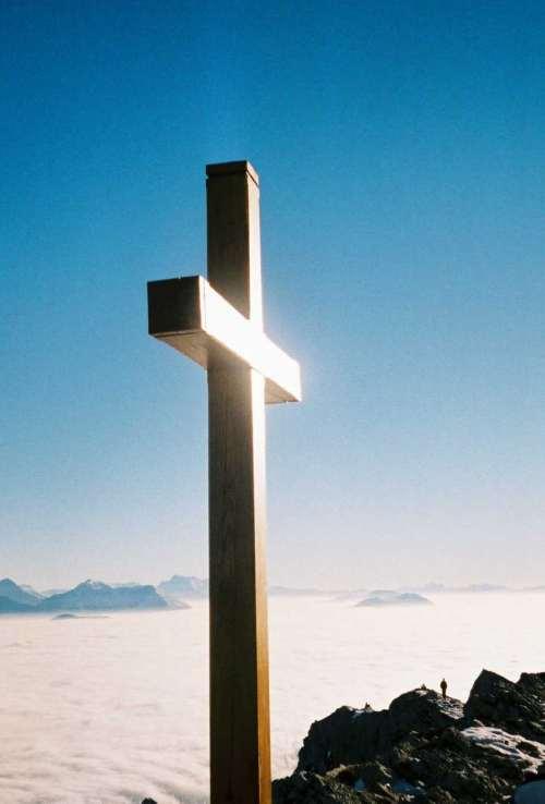 Tatouages et des dessins pour les chrétiens et croyants - tatouage croix chrétienne
