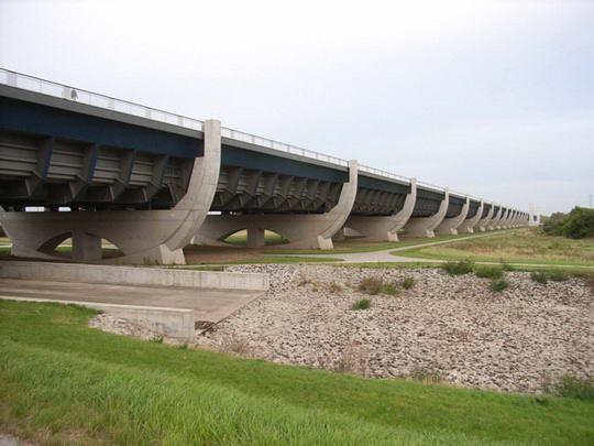 Magdeburg Water Bridge, Kemegahan Sungai Di Atas Sungai [ www.BlogApaAja.com ]