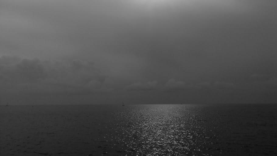 Que pequeño que es el barco y que grande es la mar