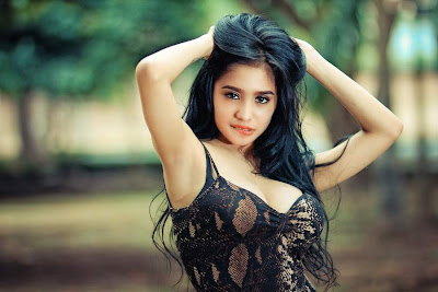 Pose Hot Model Cantik Bibie Julius