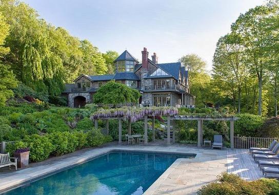 Saksikan Rumah Mewah Pelakon Hollywood Bruce Willis