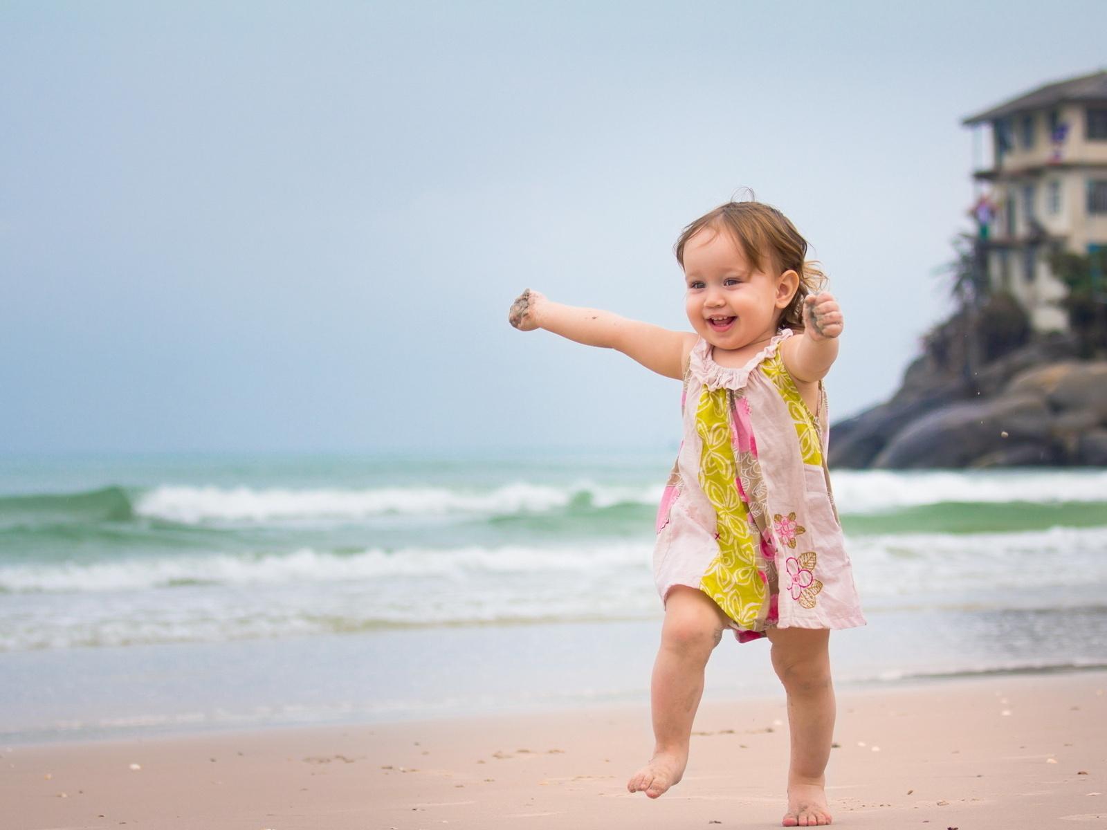 Fotos de niña corriendo en la playa ~ Mejores Fotos del Mundo ...