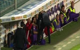 اعتداء مدرب فيورنتينا ديلو روسي على اللاعب ادام لاجاجيتش بعد تبديله