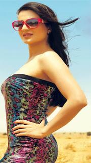 Amisha Patel flaunting her Curves