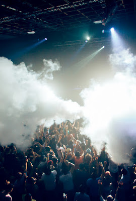 CryoFX® Custom Co2 Stage Special Effect Fog Machine Equipment can take your stage performance to the next level.