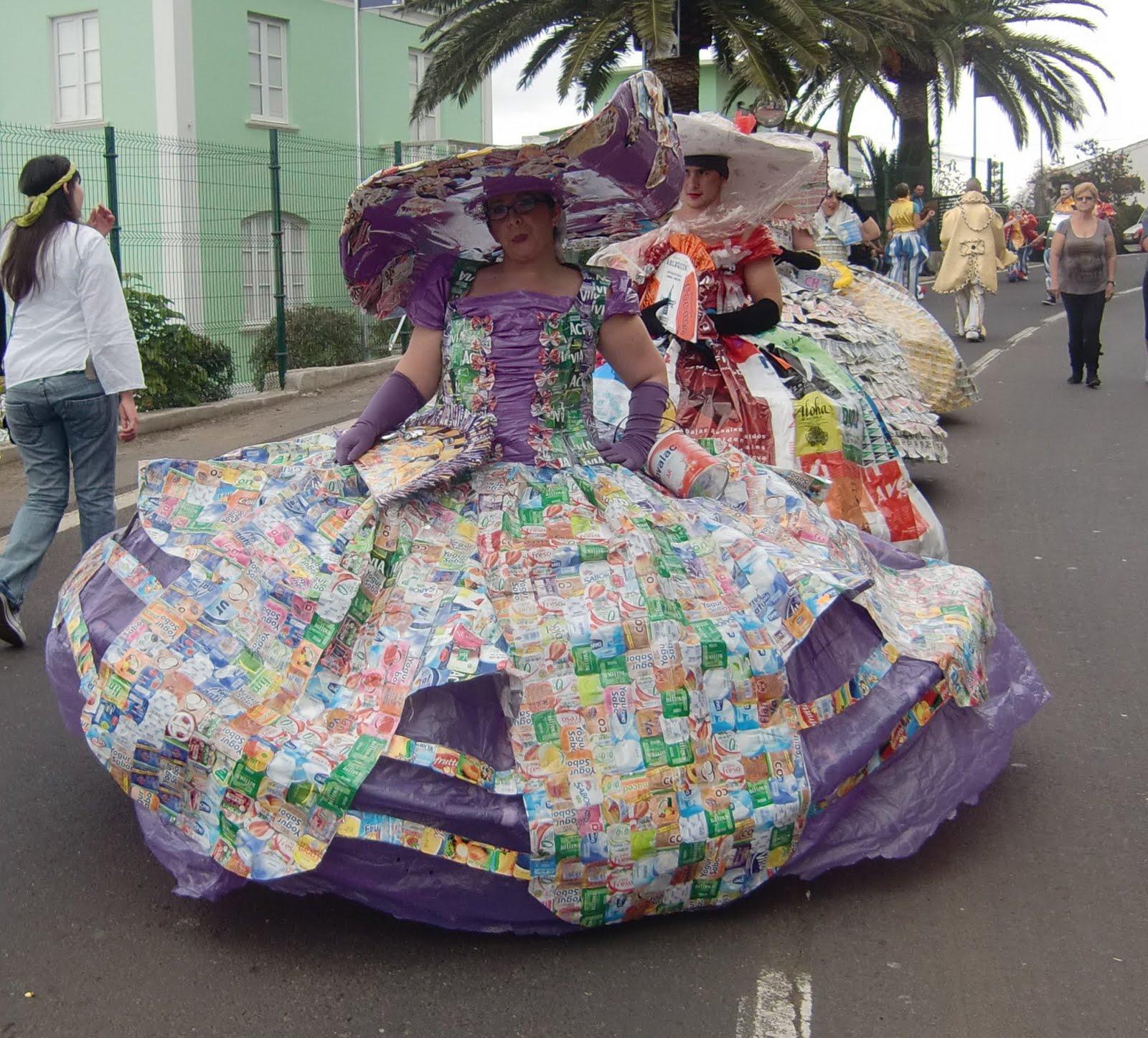 En la clase de plástica: Disfraces con materiales de reciclaje
