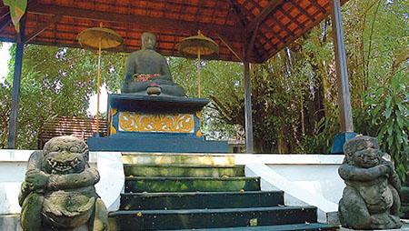 Patung Buddha Joko Dolog