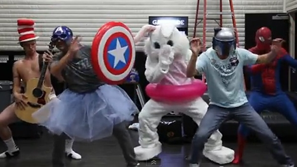 "Backstreet Boys entram na onda do ""Harlem Shake"""