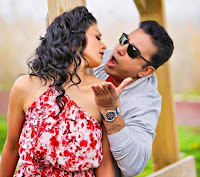 Pooja Kumar looks beautiful with Kamal Haasan in movie Uthama Villain