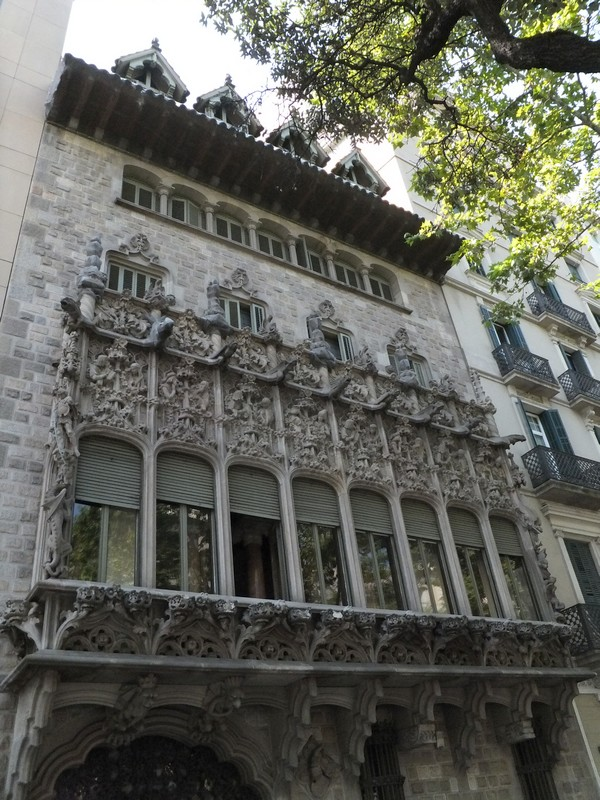 barcelone eixample balade palais baron quadras