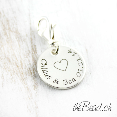 http://www.thebead.ch/product_info.php?info=p474_925-sterling-silber-charm-mit-gravur-anhaenger.html