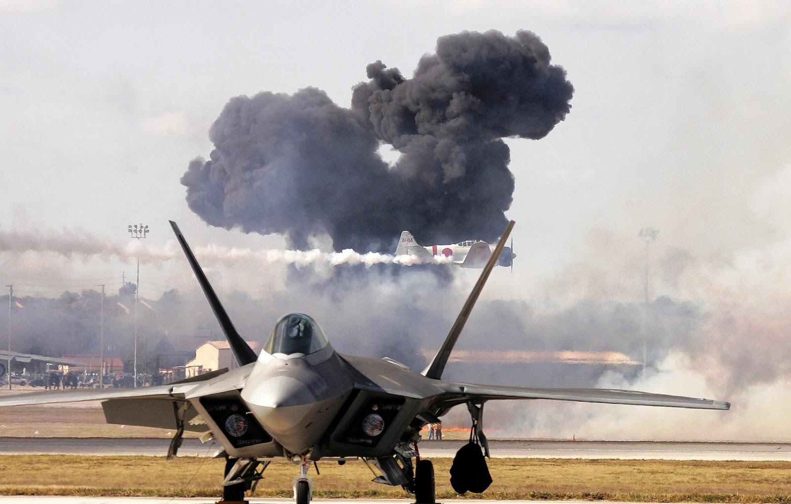 http://1.bp.blogspot.com/-DIvUhygJ7aY/TniLKsry2zI/AAAAAAAAGVA/sdbq3KNKbIU/s1600/f22_raptor_battle_warfare.jpg