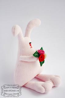 "<img src=""http://maslik-kukla.blogspot.com/2012/09/blog-post_2552.html"" alt=""игрушка текстильный заяц″ />"