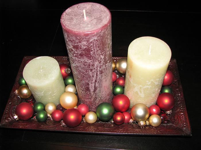 Centros de mesas navide os con velas rojas blancas for Centros navidenos con velas