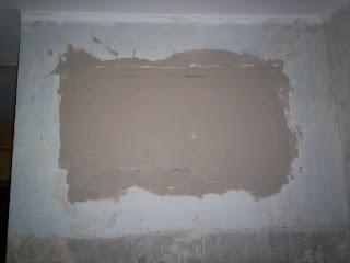 закрываем старое окно в ванную - зашпаклевал швы