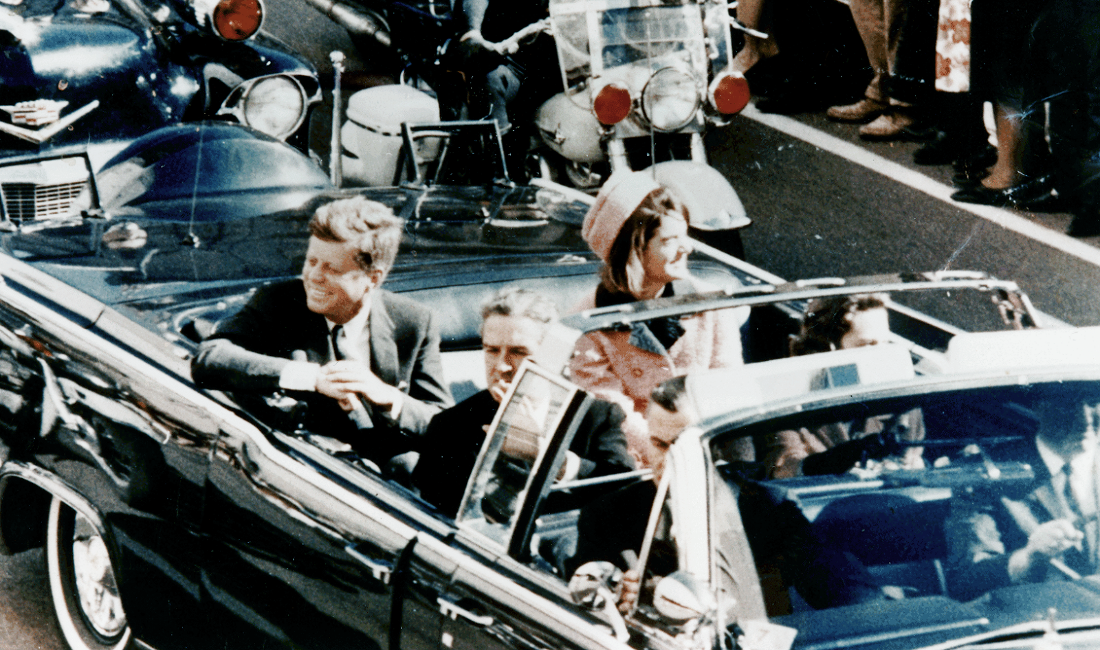 a history of the assassination of john f kennedy Get this from a library reclaiming history : the assassination of president john f kennedy [vincent bugliosi] -- polls reveal that over 75 percent of americans believe there was a conspiracy behind lee harvey oswald some even believe oswald was entirely innocent.