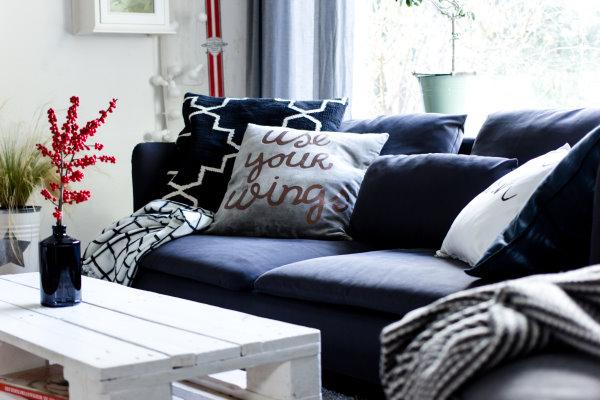 Grau ist das neue Weiß - ein kleiner Blick in unser Wohnzimmer ...