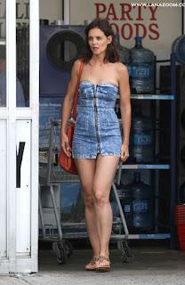 صور الممثلة الأمريكية كاتي هولمز بجينز ساخن في موقع تصوير 'All We Had'