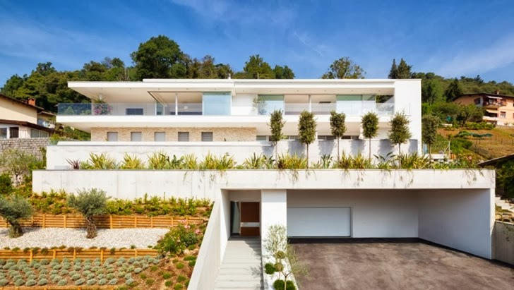 Front facade of Beautiful House Lombardo by Philipp Architekten