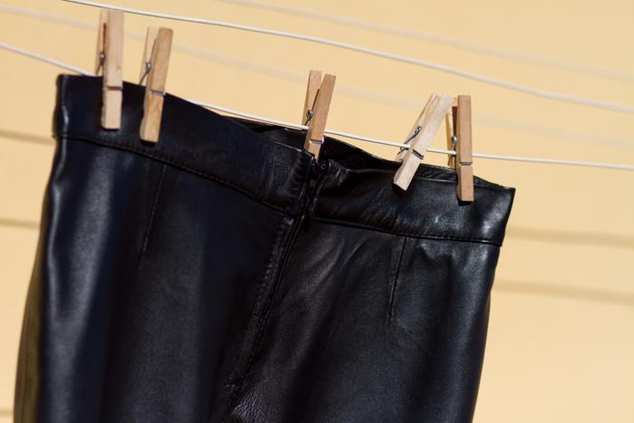 Pantalones cuero skinny ajustados negros Gabriel Seguí peleteros Valencia Blogger moda valenciana Tendencias cuero